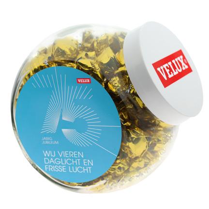 Gevulde schuinstaande snoeppot met witte kunststof deksel van 2 liter voor Velux