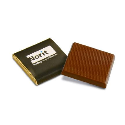 Bedrukte vierkante napolitains met full colour wikkel als persoonlijk weggevertje bij de koffie