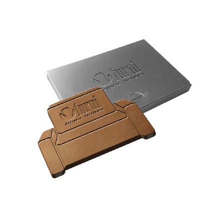Embossed chocolade in eigen vorm met logo als give-away