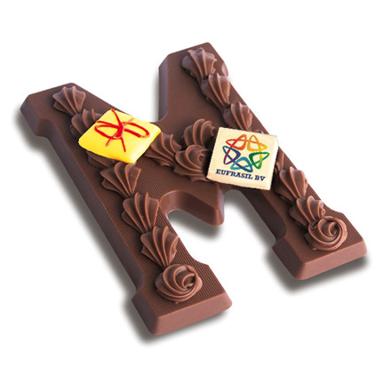 Chocoladeletter met bedrijfslogo als give-away met de Feestdagen