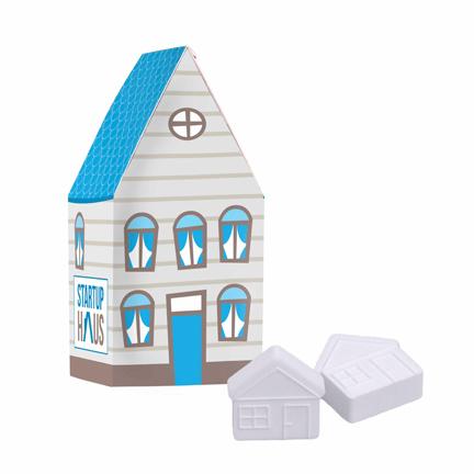 Gepersonaliseerd huisje met frisse huismints als give-away bij de verkoop van een huis