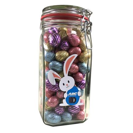 Grote snoeppot met logo en paaseitjes als weggevertje voor Pasen