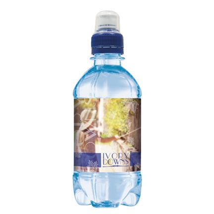 Blauw waterflesje met sportdop en eigen etiket als weggevertje