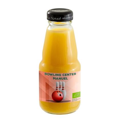 Bedrukt flesje biologische sinaasappelsap als gezond weggevertje