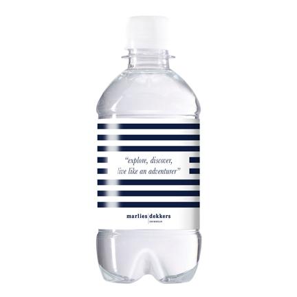 Dorstlessend waterflesje met eigen etiket als give-away op een beurs