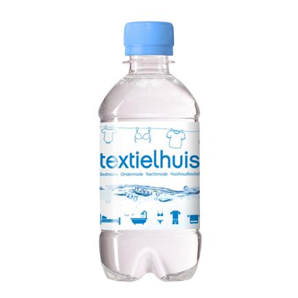 Waterflesje met eigen wikkel als dorstlesser voor klanten