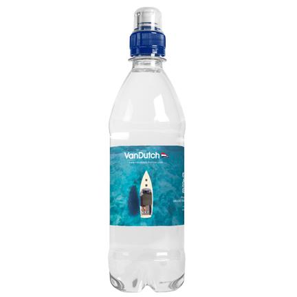 PET-fles met eigen etiket met logo