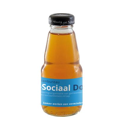 Flesje biologisch appelsap met logo als give-away
