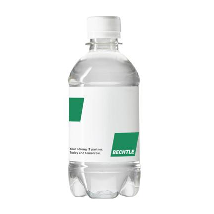 Waterflesje met logo als weggevertje tijdens een beurs